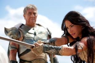 """JOHN CARTER"" Tardos Mors (Ciaran Hinds) and Dejah Thoris (Lynn Collins) Ph: Frank Connor ©2011 Disney. JOHN CARTER™ ERB, Inc."