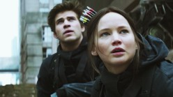 The-Hunger-Games-Mockingjay-Part-2-Jennifer-Lawrence-liam-hemsworth