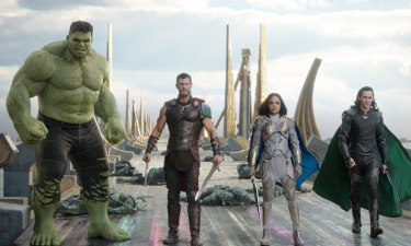 Marvel Studios' THOR: RAGNAROK..L to R: Hulk (Mark Ruffalo), Thor (Chris Hemsworth), Valkyrie (Tessa Thompson) and Loki (Tom Hiddleston)..Ph: Film Frame..©Marvel Studios 2017