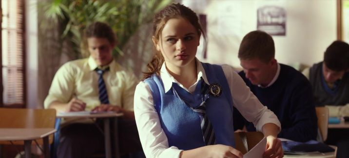 School-Uniform-Worn-by-Joey-King-in-The-Kissing-Booth-1